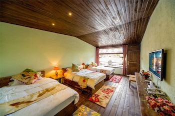 Picture of Lijiang Taoyuan Inn in Lijiang