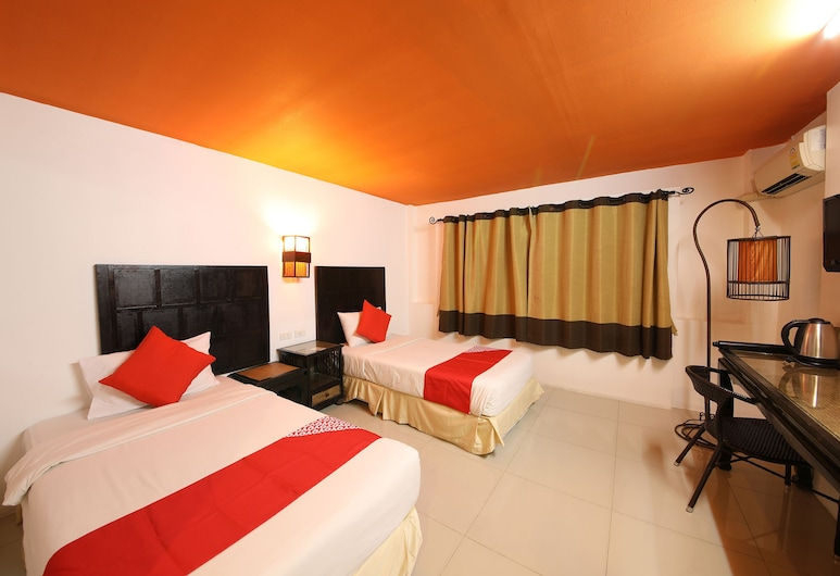 OYO 126 Patong Station House Hotel, Patong, Standard Twin Room, Guest Room