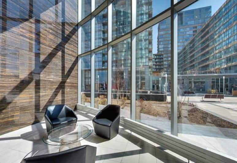 N2N Suites - Downtown Lake & City View offered by Short Term Stays, Toronto, Zitruimte lobby