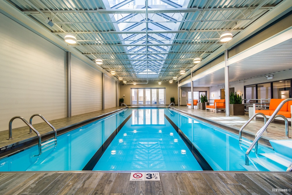 Furnished Suites Near Navy Pier Chicago Indoor Pool