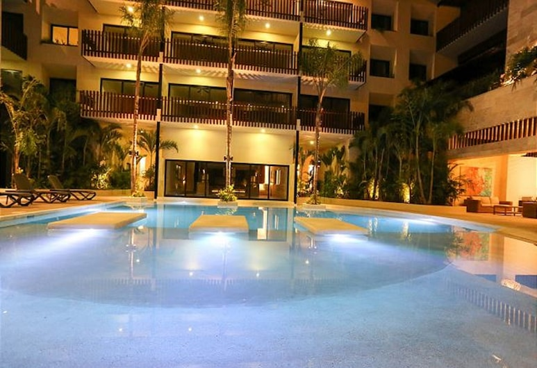 Palmares by Playa Moments, Playa del Carmen, Front of property - evening