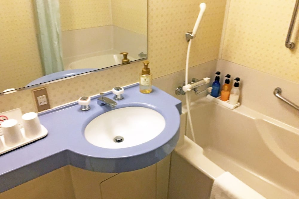 Standard Twin Room, Non Smoking (South Wing, for 1-2 people) - Bathroom