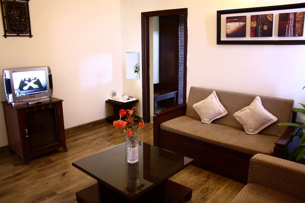 Deluxe Suite, Mountainside - Living Area