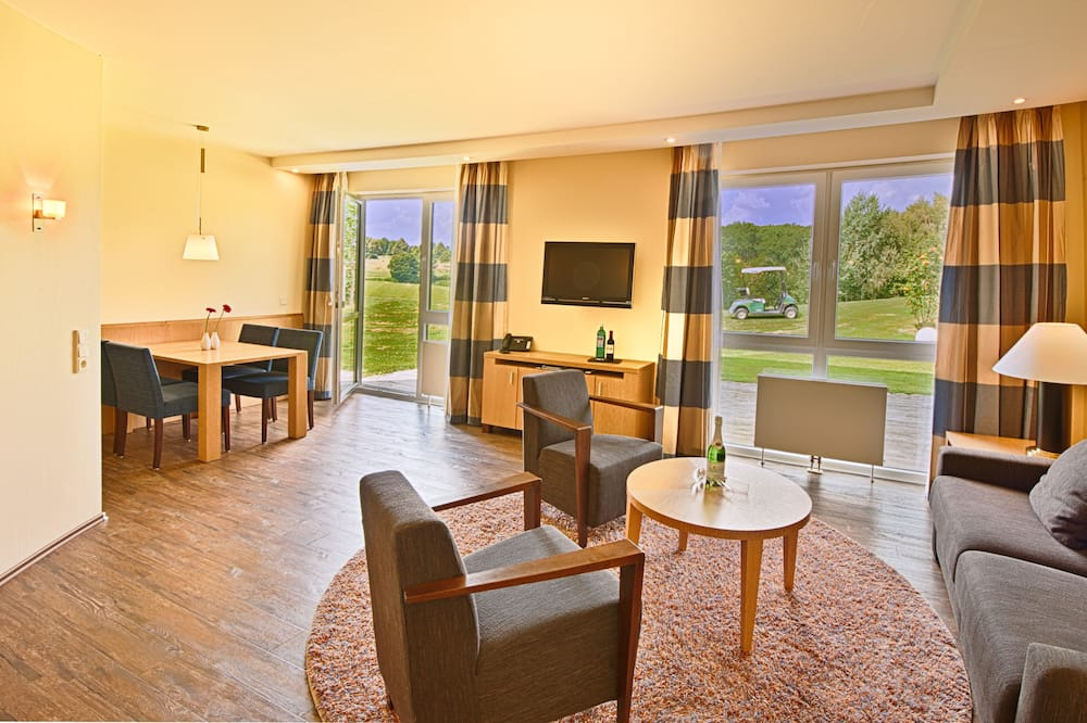 Junior Suite, 1 Bedroom, Non Smoking, Golf View (Stay & Play) - Living Area