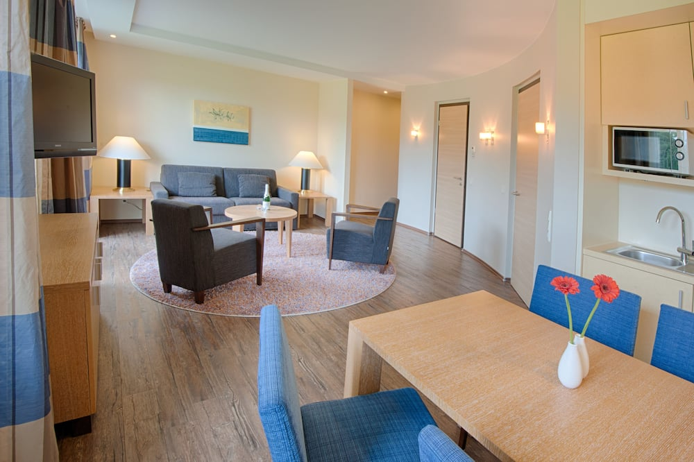 Junior Suite, 1 Bedroom, Non Smoking, Golf View (Stay & Play) - In-Room Dining