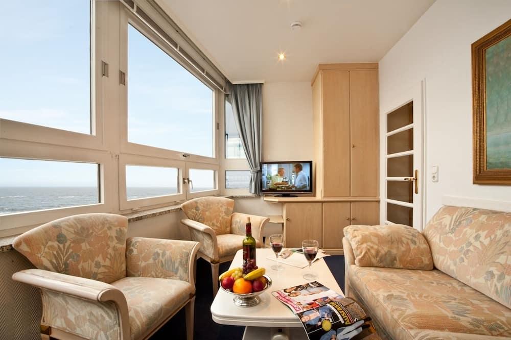 ห้องสวีท, ระเบียง, เห็นวิวทะเลบางส่วน - ห้องนั่งเล่น