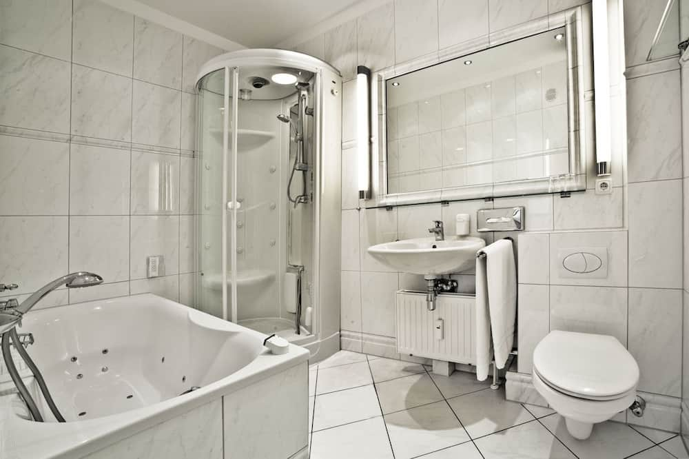 ห้องสวีท, ระเบียง, วิวทะเล - ห้องน้ำ