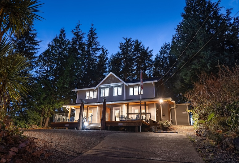 The Francis Boutique Inn, Ucluelet, Hotellets facade - aften/nat