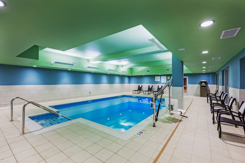Holiday Inn Express Suites Chanute