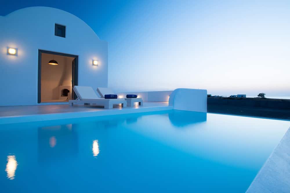 Luxury villa, privaatbasseiniga, vaade merele - Välibassein