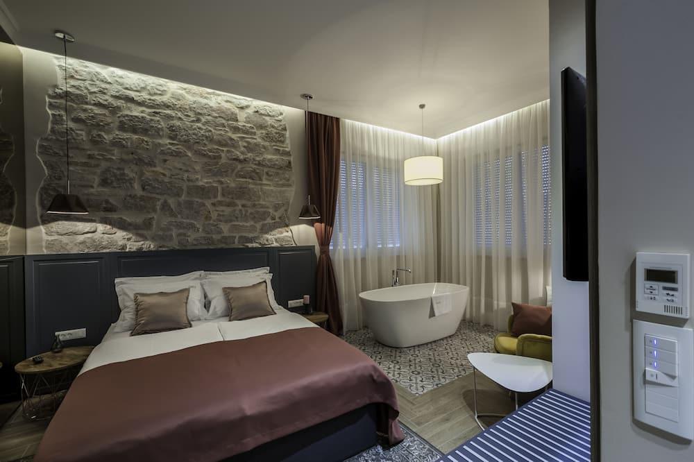 Pokój dwuosobowy typu Deluxe, wanna - Zdjęcie opisywane