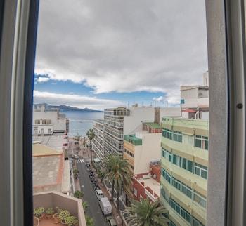 صورة فلات وز فيو تو ذا كانتيراس بيتش في لاس بالماس دي جران كناريا