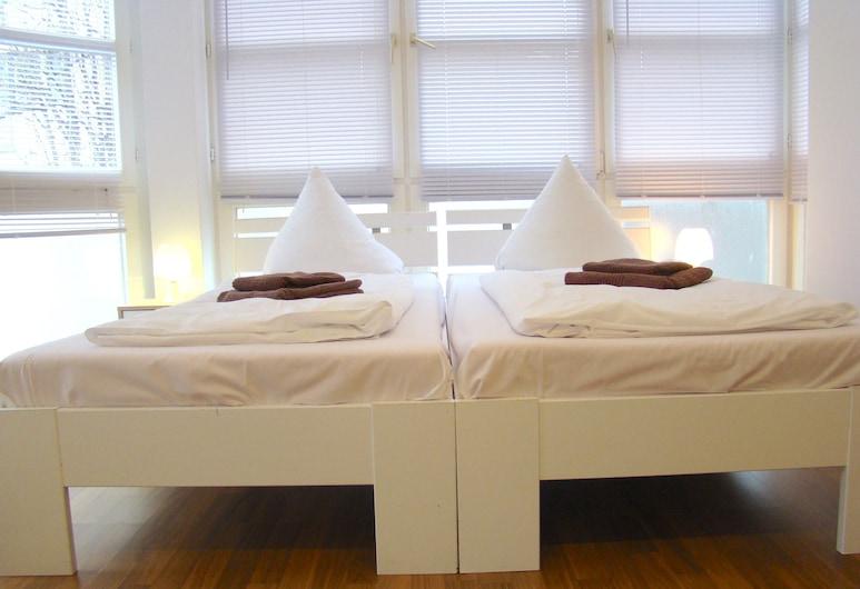 BNB Hostel, Berliin, Neljatuba, ühiskasutatav vannituba, Tuba