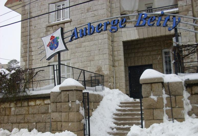 Hostel Auberge Beity, Mzaar Kfardebian, Vchod do hotela