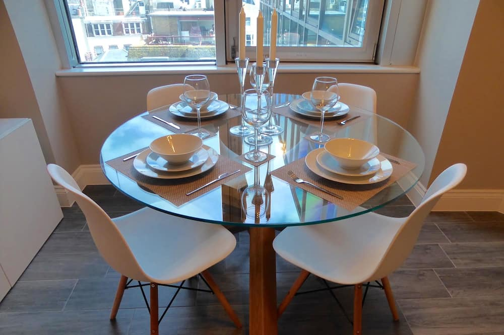 City Apartment, 1 Bedroom, City View - In-Room Dining