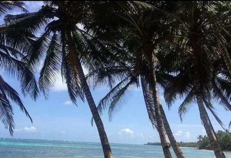 Las Palmeras Beachfront Hotel, Little Corn Island, Beach