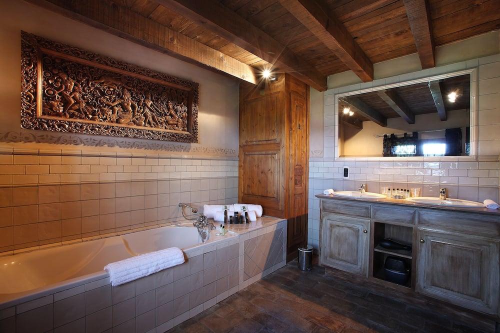 Superior Double Room (10) - Bathroom