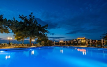 Picture of Delfinia Hotel & Bungalows in Lesvos