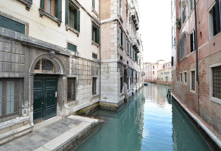 웬디, 베네치아, 외부