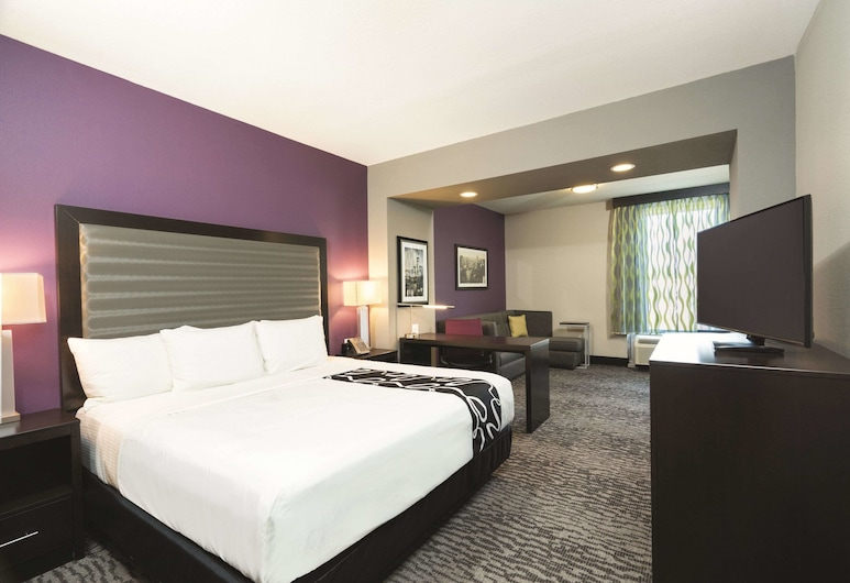 La Quinta Inn & Suites by Wyndham Memphis Downtown, Memphis, Deluxe Suite, 1 King Bed, Non Smoking, Guest Room