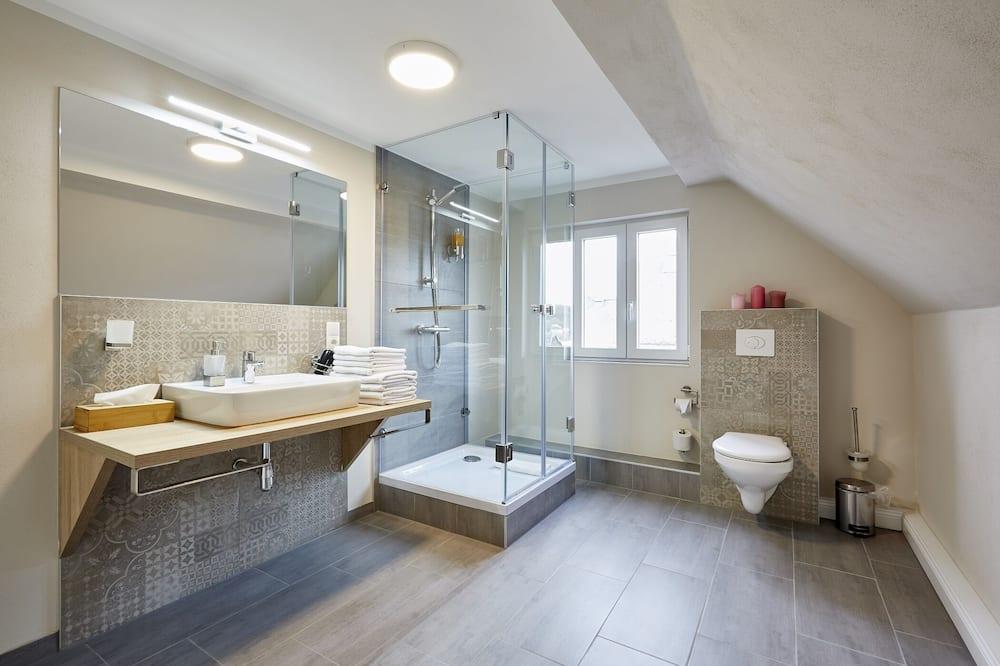 Apartmán typu Superior, vlastní koupelna, výhled na město - Koupelna