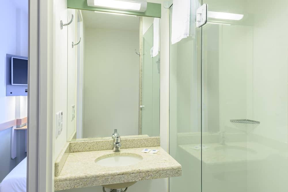 Standard Apartment, Multiple Beds - Bathroom