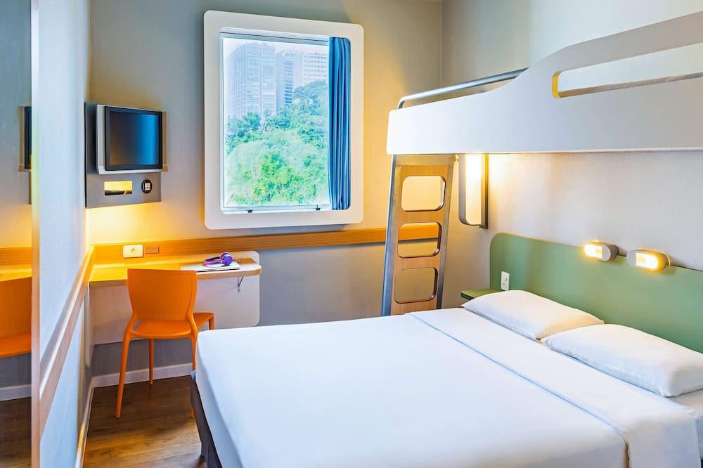 Стандартный двухместный номер с 1 двуспальной кроватью, Несколько кроватей - Номер