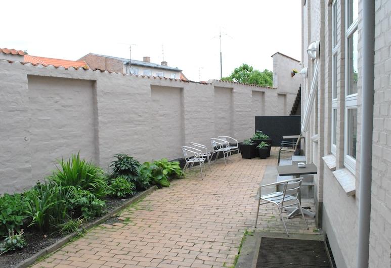 Det Lille Hotel, Ronne, Terrasse/patio
