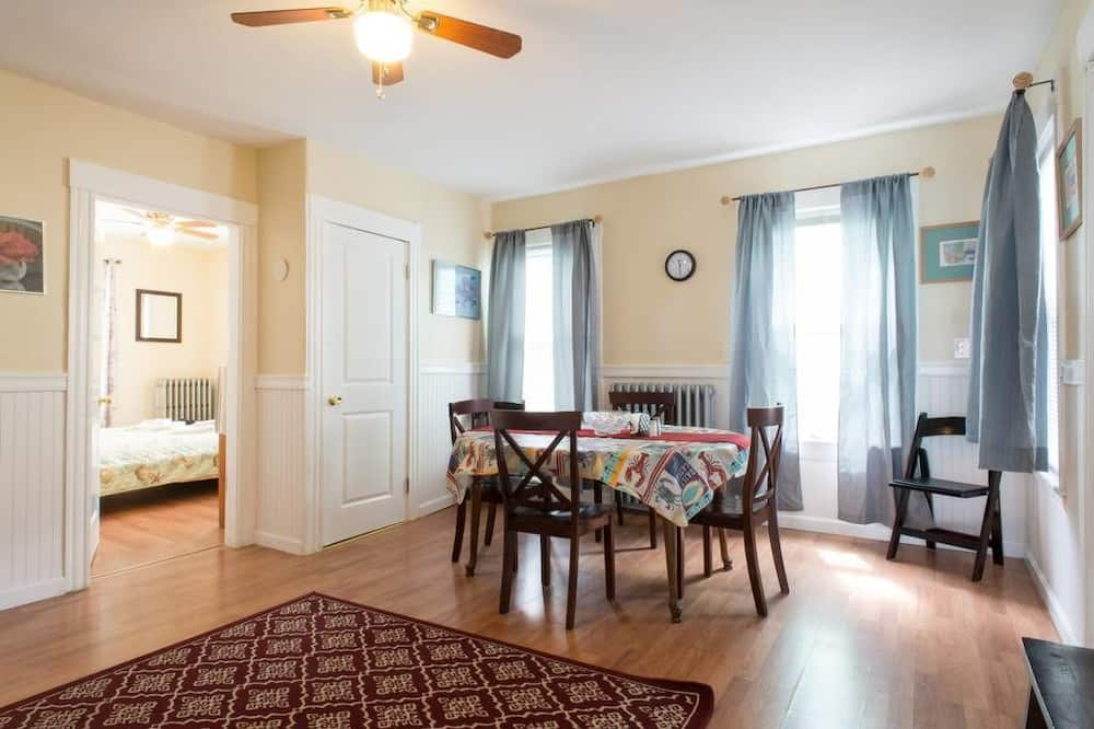 First Floor 3-4 Bedrooms Apartment - In-Room Dining