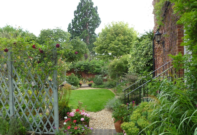 Laurel House, Cheltenham, สวน