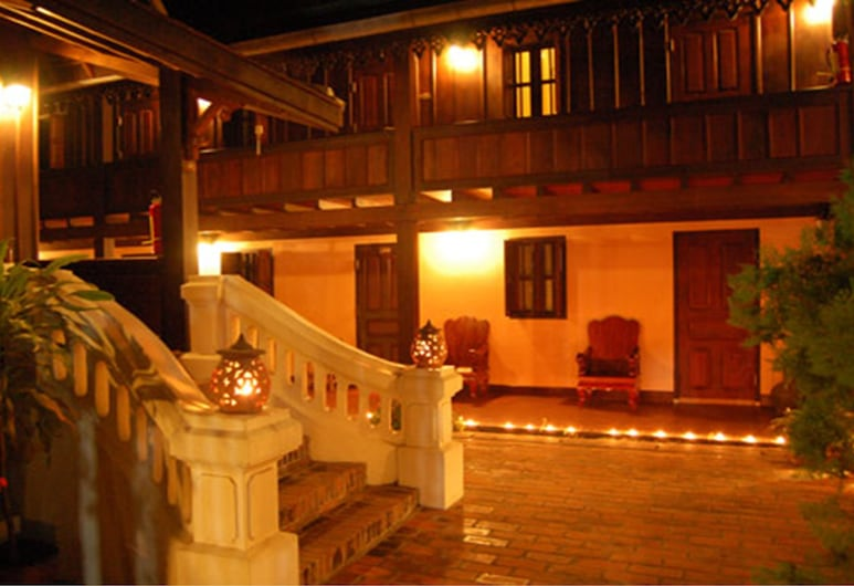 Villa Phathana, Λουάνγκ Πραμπάνγκ, Αυλή
