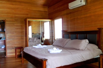 Choose This Cheap Hotel in Teakettle Village