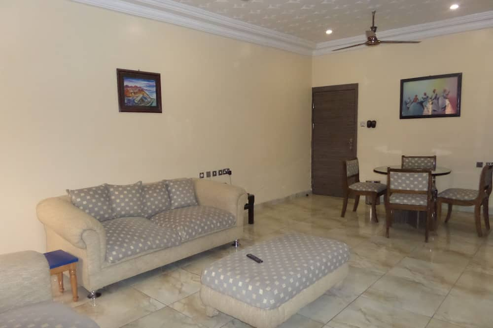 Royal Suite, 2 Bedrooms, Courtyard View - Living Area