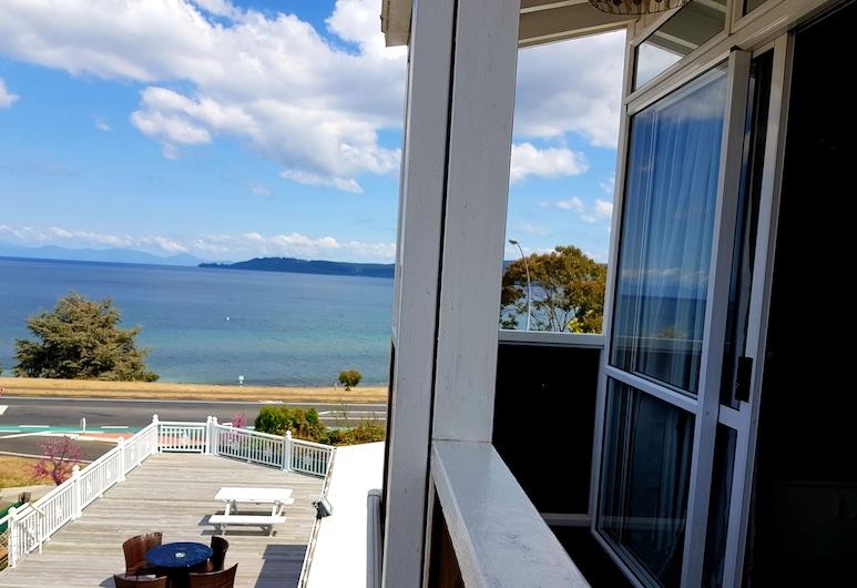 VU Thermal Lodge, Taupo, Premier One Bedroom Apartment with Lake View, Balcony