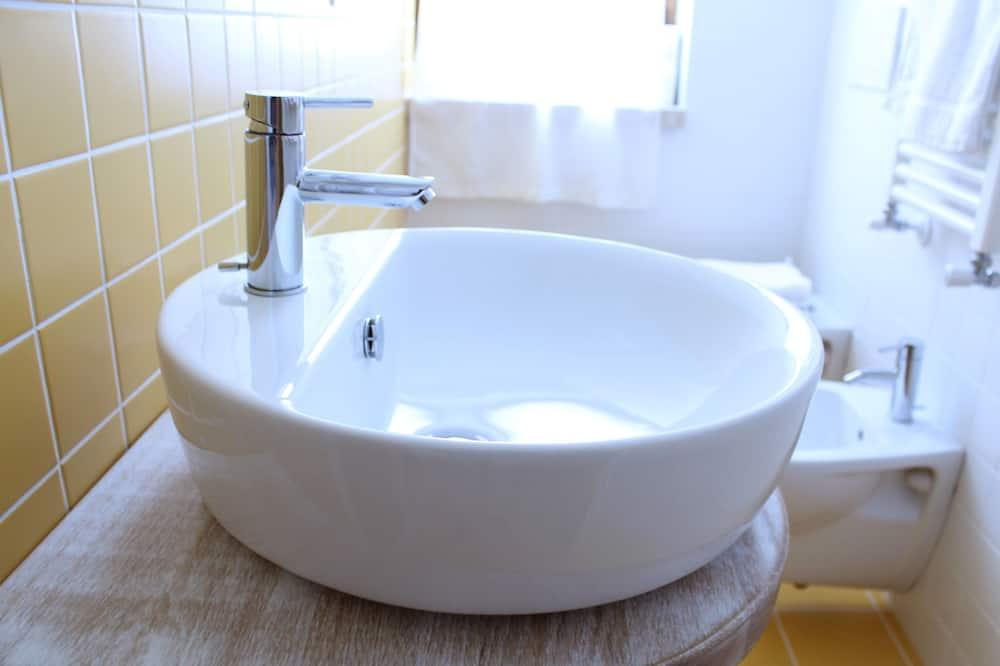 標準三人房 - 浴室