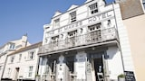 Book this Free Breakfast Hotel in Truro