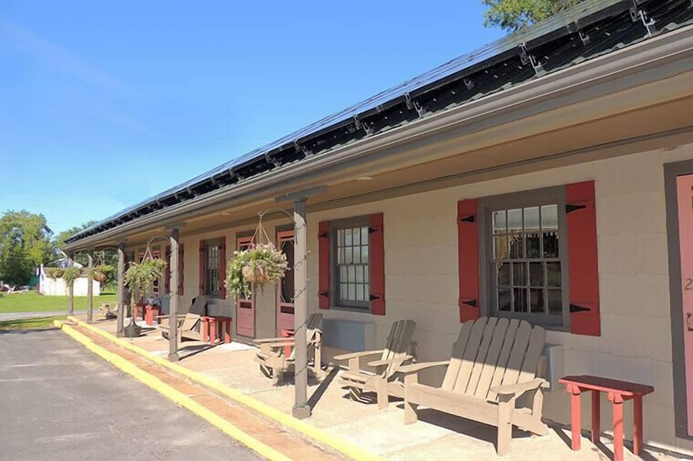 The Clipper Inn, Clayton