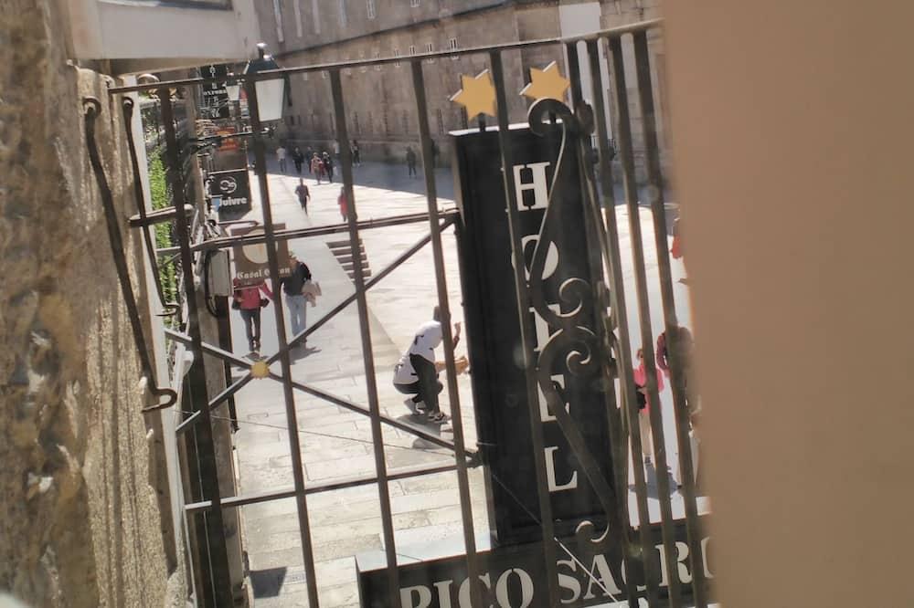 Paaugstināta komforta divvietīgs numurs, 2 vienguļamās gultas, skats uz pilsētu - Balkons