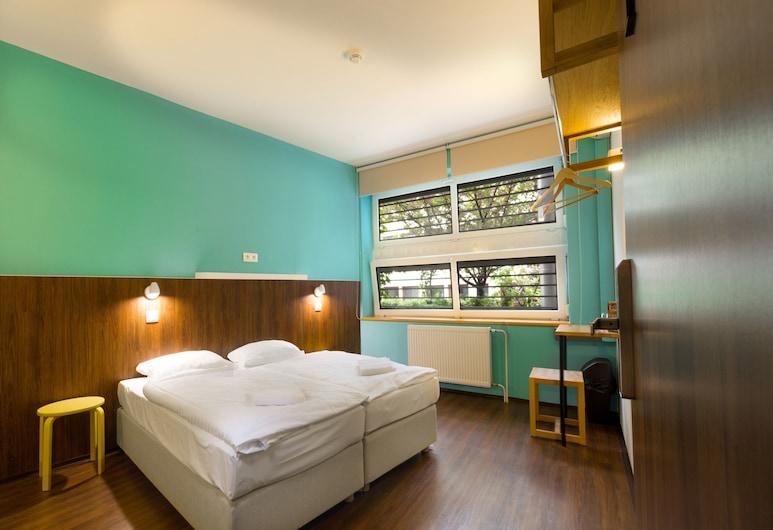 Safestay Bratislava, Братислава, Двухместный номер с 1 или 2 кроватями, общая ванная комната, Номер
