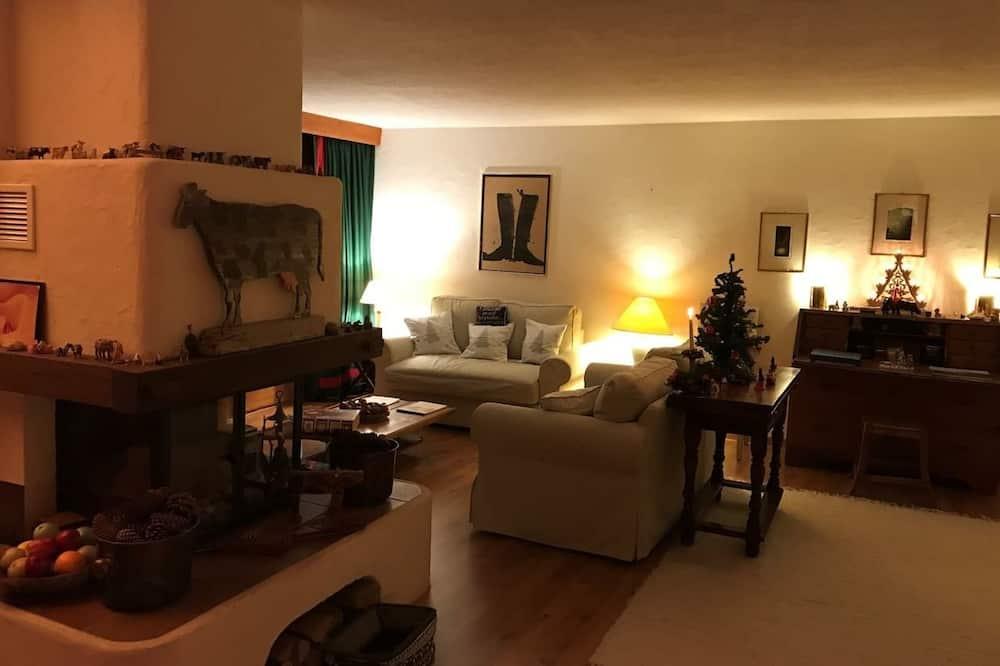 Faház, 3 hálószobával, két fürdőszobával, kilátással a hegyre - Nappali