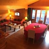 Faház, 3 hálószobával, két fürdőszobával, kilátással a hegyre - Étkezés a szobában