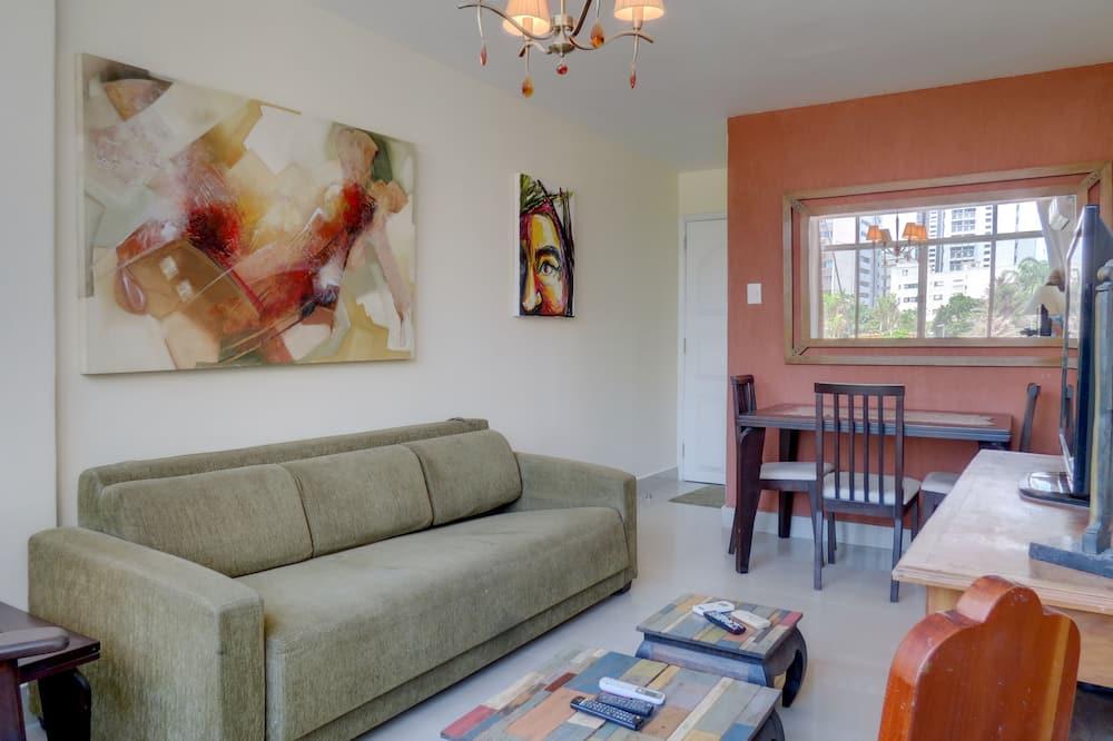 Comfort Apartment, 3 Bedrooms, Non Smoking - Living Room