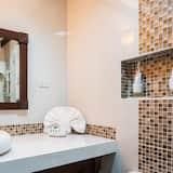 Deluxe Family Room - Bathroom
