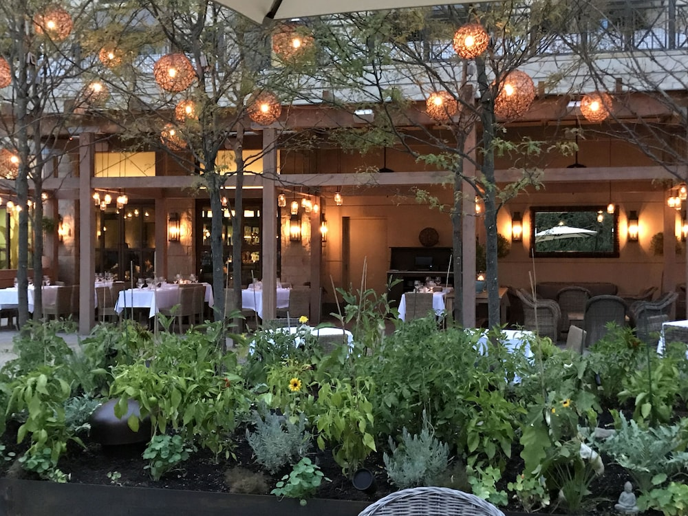 Delamar West Hartford Outdoor Dining