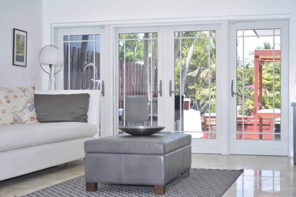 Luxury Townhome, 2 Bedrooms (Villa San Souci) - Living Room