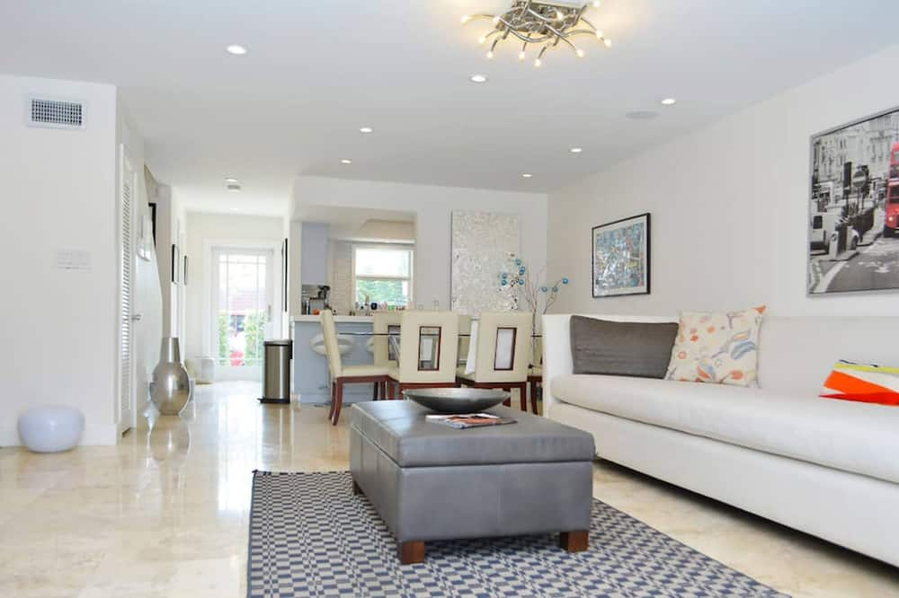 Luxury Townhome, 2 Bedrooms (Villa San Souci) - Living Area