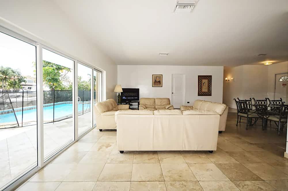 Luxury Villa, 6 Bedrooms, Ocean View - Living Area