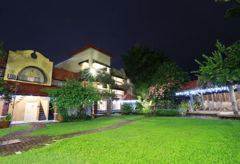 Hotel Gracelane, Bacolor, Fachada do Hotel - Tarde/Noite