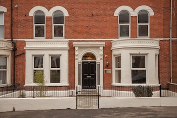 Picture of Giant Serviced Apt. Cliftonville House in Belfast