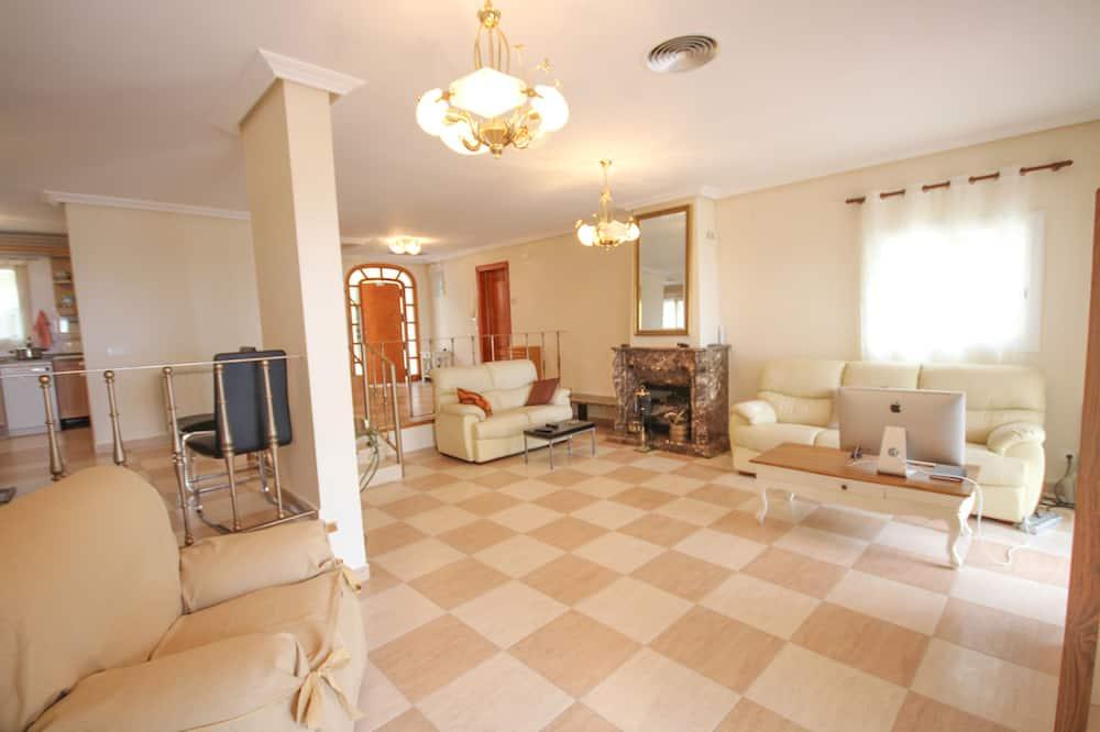 Villa, 5Schlafzimmer, eigener Pool - Wohnzimmer